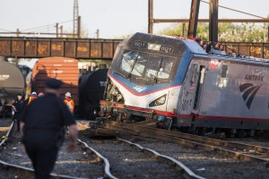 Image: Five deaths in eastern US train derailment